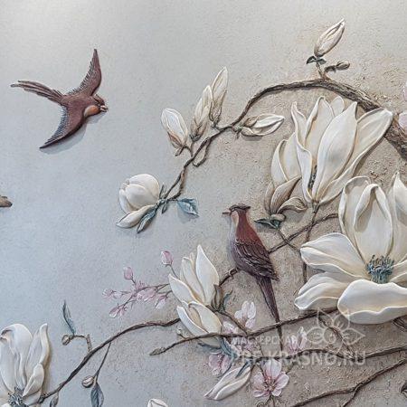 Барельеф птицы и магнолии