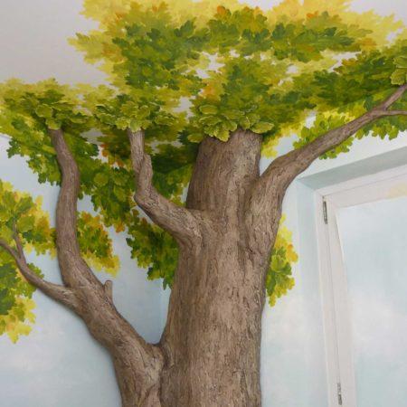 Интерьер аптеки. Барельеф дерево, роспись стен