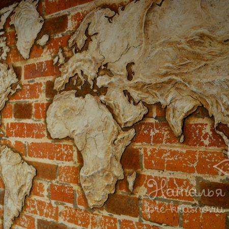 Барельеф Карта мира в офисе авиакомпании