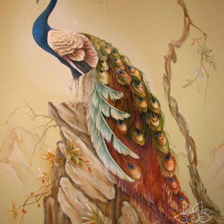 Павлин, барельеф в китайском стиле