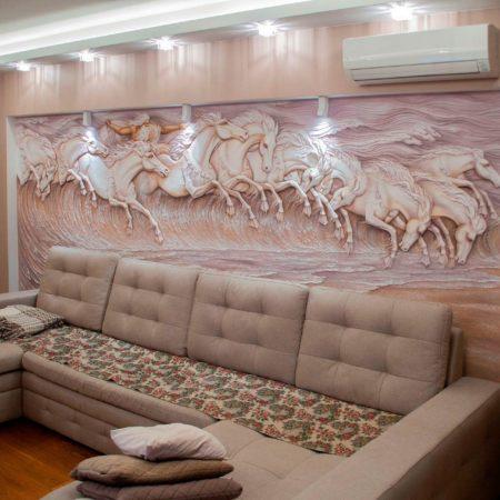 Барельеф лошади Нептуна (Посейдона) на стене