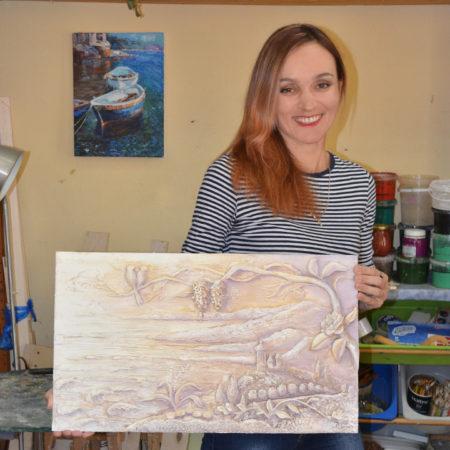 Лариса Ковалева со своей работой