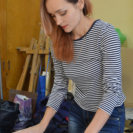 Лариса Ковалева на мастер-классе по барельефу