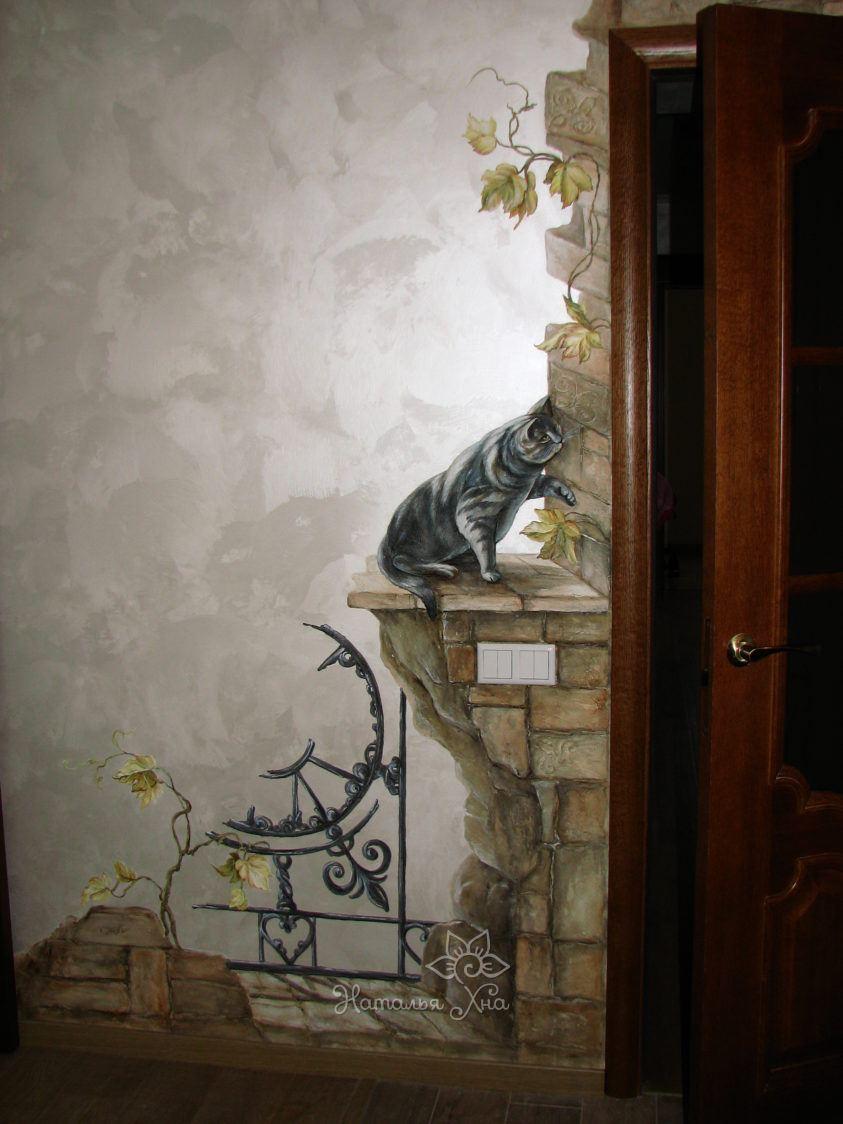 Роспись стены в коридоре декоративный кот. Расписано акриловыми красками, покрыто защитным слоем лака.