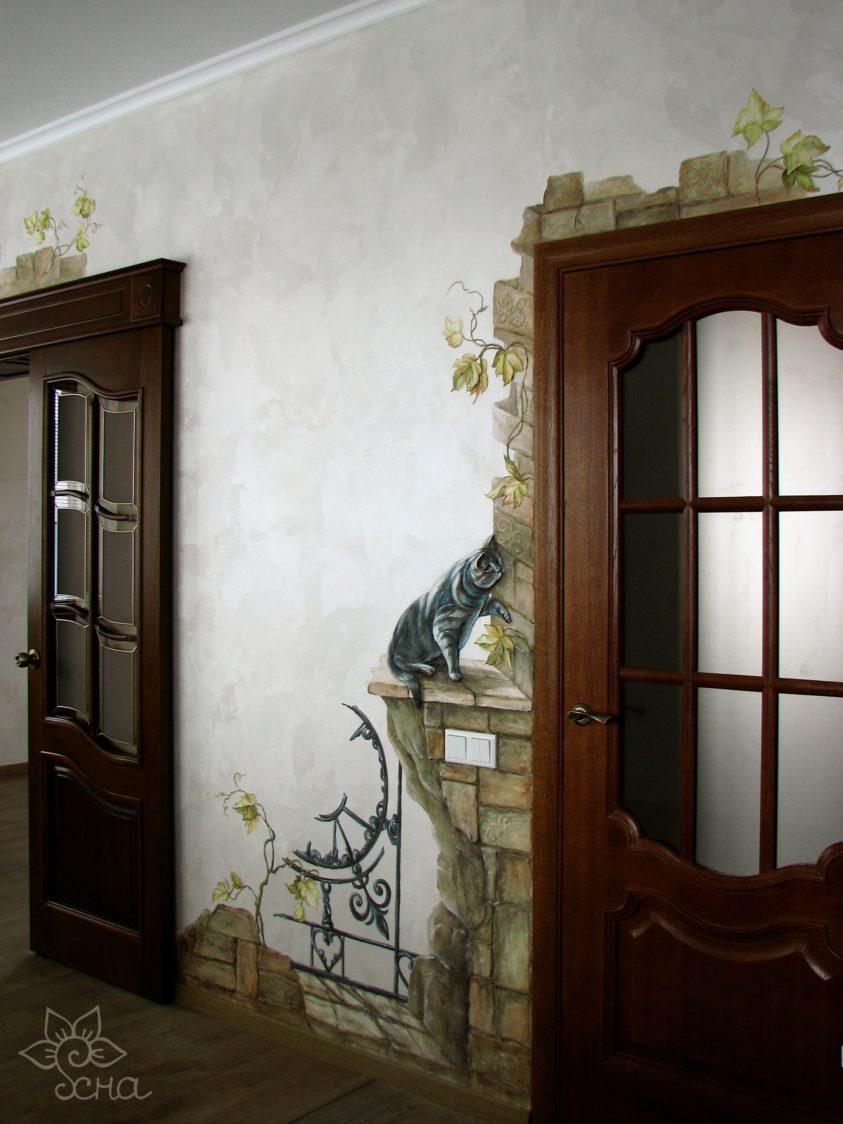Роспись стены между дверями