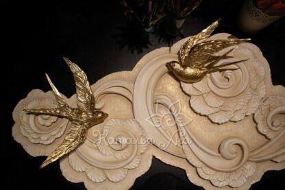 Золотые ласточки гипсовый декор панно на стене