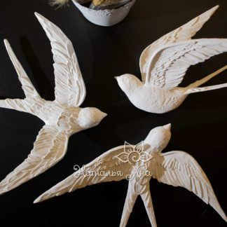 dekor dlya sten pticzy lastochki belye gipsovye2 324x324 - Золотые ласточки. Гипсовое панно с птицами на стену