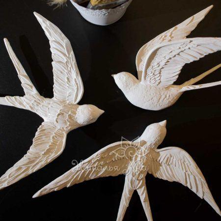 dekor dlya sten pticzy lastochki belye gipsovye2 450x450 - Студия барельефа Натальи Хна