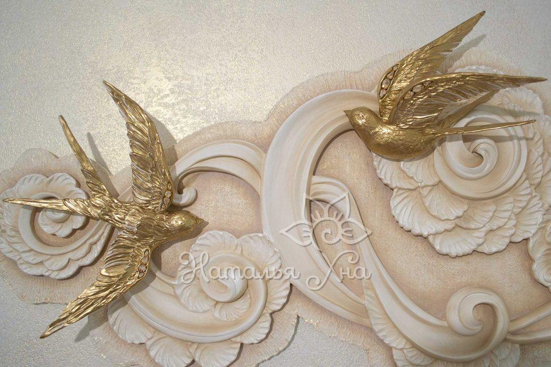 Панно на стену с птичками. Декор на стену птицы ручной работы, покрытых золотой краской. Крылья птиц инкрустированы качественными крупными кристаллами