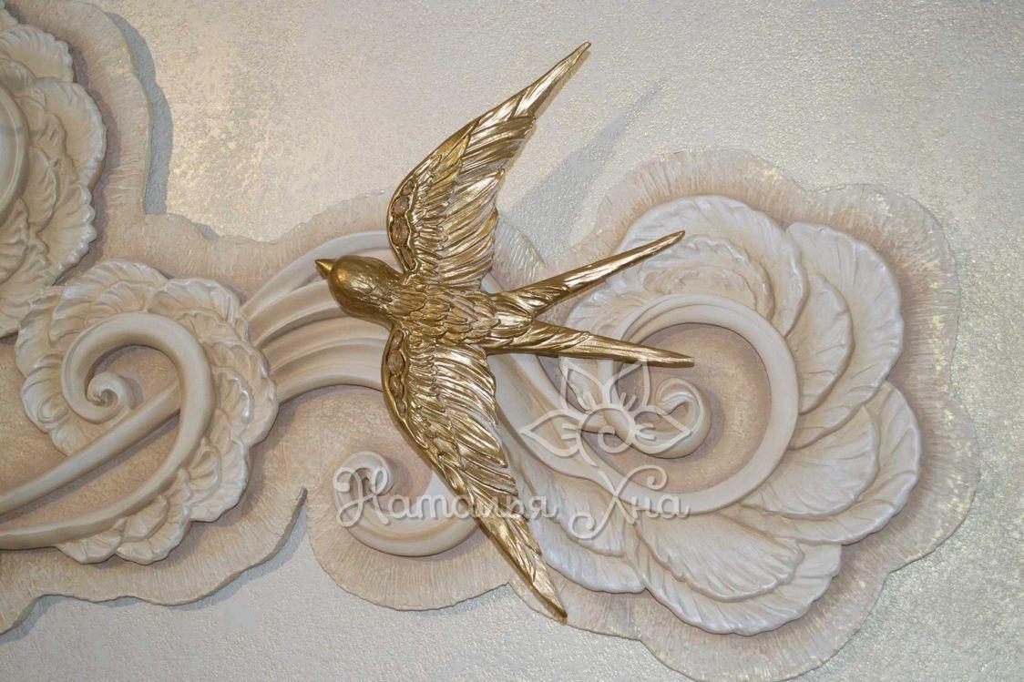 Золотые ласточки. Гипсовое панно с птицами на стену фрагмент