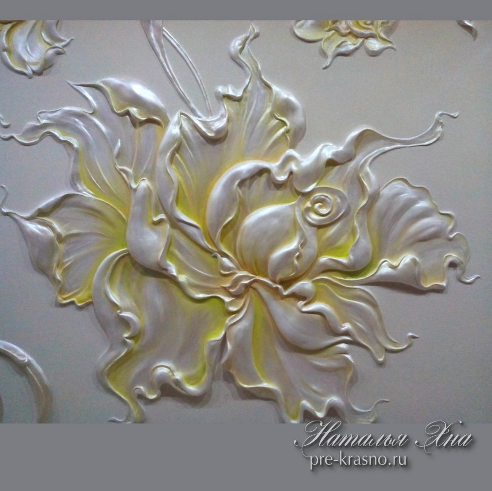 Объемный рисунок цветок на стене Натальи Хна